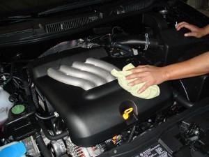 Мойка двигателя и подкапотного пространства автомобиля керхером