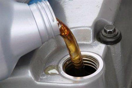Заливка моторного масла
