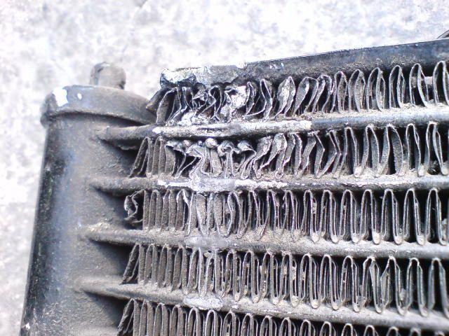 Разрушенные соты радиатора