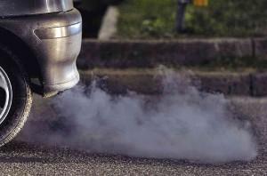 Дизель дымит сизым дымом выхлопа