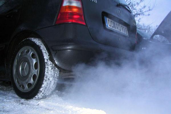 Двигатель дымит синим выхлопом