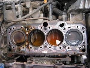 Антифриз в  цилиндрах двигателя