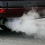 Дизель дымит белым дымом из выхлопной трубы