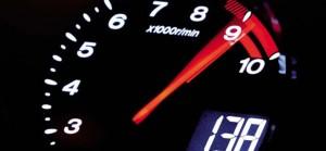 Тахометр бензинового автомобиля