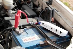 Запуск двигателя при помощи пускозарядного устройства-бустера