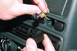 Сервисная кнопка VALET в салоне автомобиля