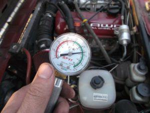 Замер компрессии в цилиндре двигателя
