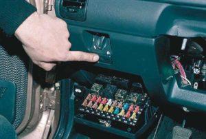Блок автомобильных предохранителей и реле