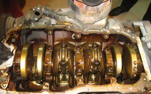 Чистота двигателя изнутри масло