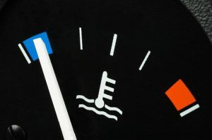 Падает температура двигателя на ходу
