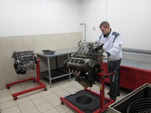 Разборочно-сборочный стенд для ремонта двигателя