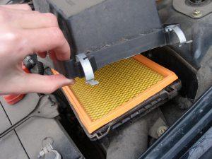 Самостоятельная замена воздушного фильра двигателя