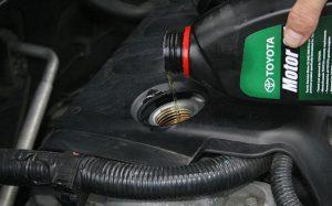 Долив масла в мотор