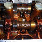 Лак внутри двигателя отложения