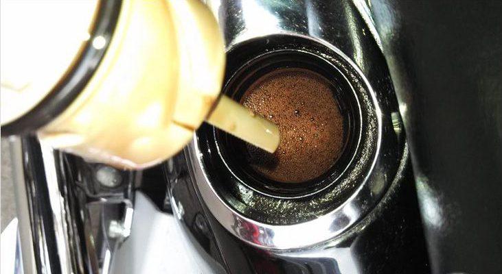 Почему масло пенится в моторе