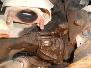 Масло течет на стыке двигателя и коробки