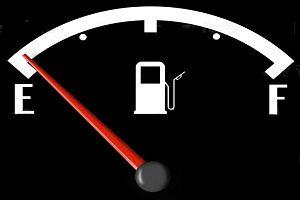 Езда с пустым баком низкий уровень топлива в бензобаке
