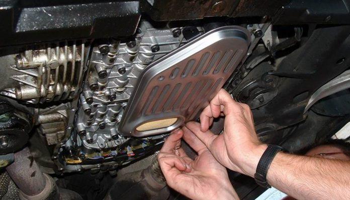 Течет капает масло между двигателем и коробкой