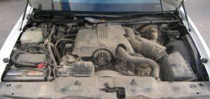 Двигатель грязный снаружи очистка мойка двигателя