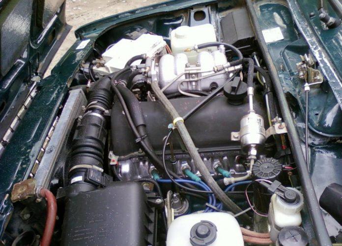 Запах бензина при запуске двигателя причины