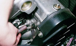 Горит лампа давления масла на прогретом двигателе причины