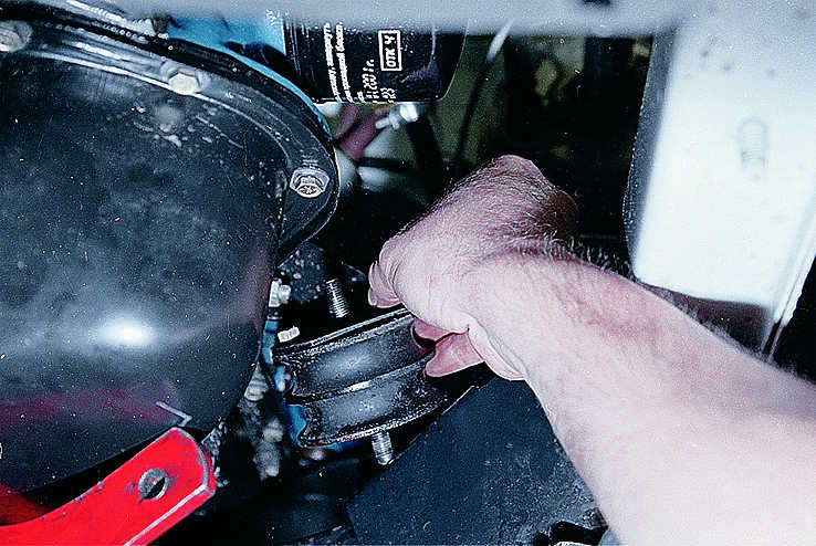 Порванная подушка двигателя симптомы признаки замена