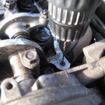 Как выкрутить сломанный болт из блока двигателя