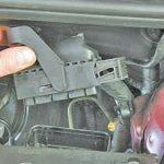 Где стоит блок управления двигателем