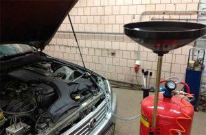 Вакуумная замена масла в двигателе
