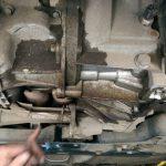 Течет масло между двигателем и коробкой причины ремонт