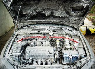 Двигатель дергается после мойки причины