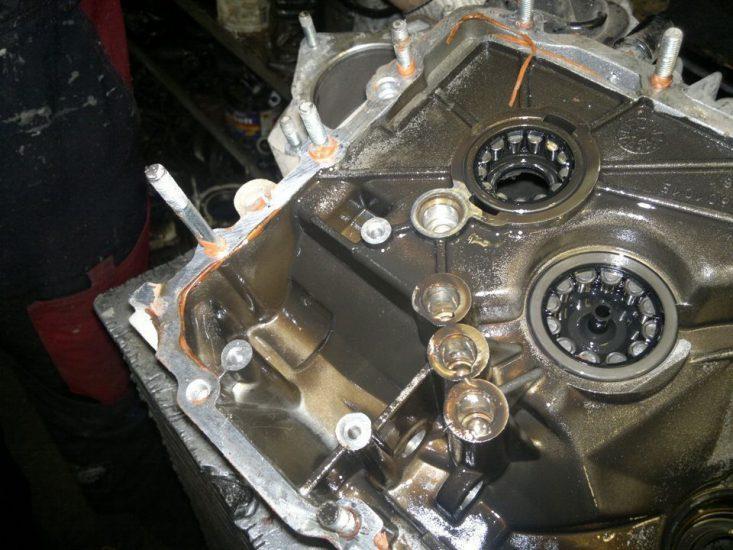 Можно ли залить моторное масло в коробку передач