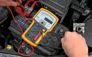 Как проверить напряжение аккумулятора