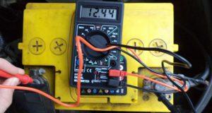 Проверка аккумулятора напряжение мультиметром