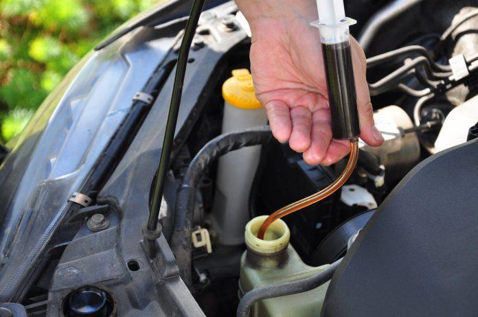 Как поменять масло в ГУР замена жидкости ГУР своими руками замена масла в гидроусилителе руля