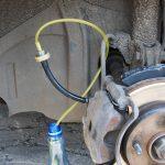Прокачать тормоза после замены тормозных колодок