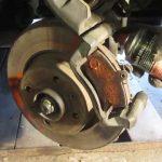 Замена задних тормозных колодок Рено Логан и передних тормозных колодок