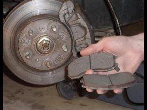 Как поменять тормозные колодки передние Калина