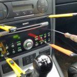 Как снять магнитолу без ключей