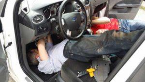 Как заменить фильтр салона Форд Фокус 2